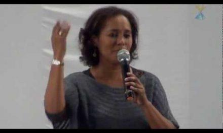 Salvo Ileso de um Tiroteio – Depoimento da Ph.D. Gicélia Mendes (na Palestra Pública do Dia 20 de Maio de 2012), sobre Evento Ocorrido com seu Filho.