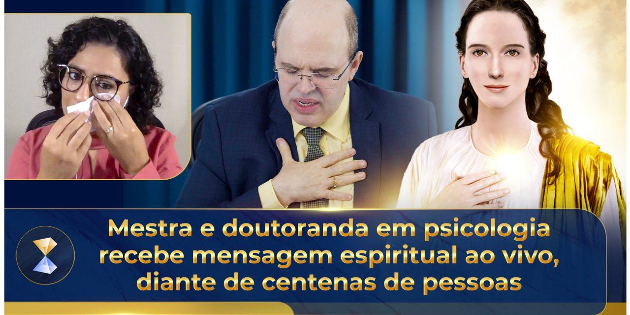 Mestra e doutoranda em psicologia recebe mensagem espiritual ao vivo, diante de centenas de pessoas