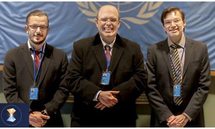 Benjamin e colaboradores preparam material para o grande fórum que acontecerá na ONU, em julho, e uma magnífica fala sobre a Páscoa