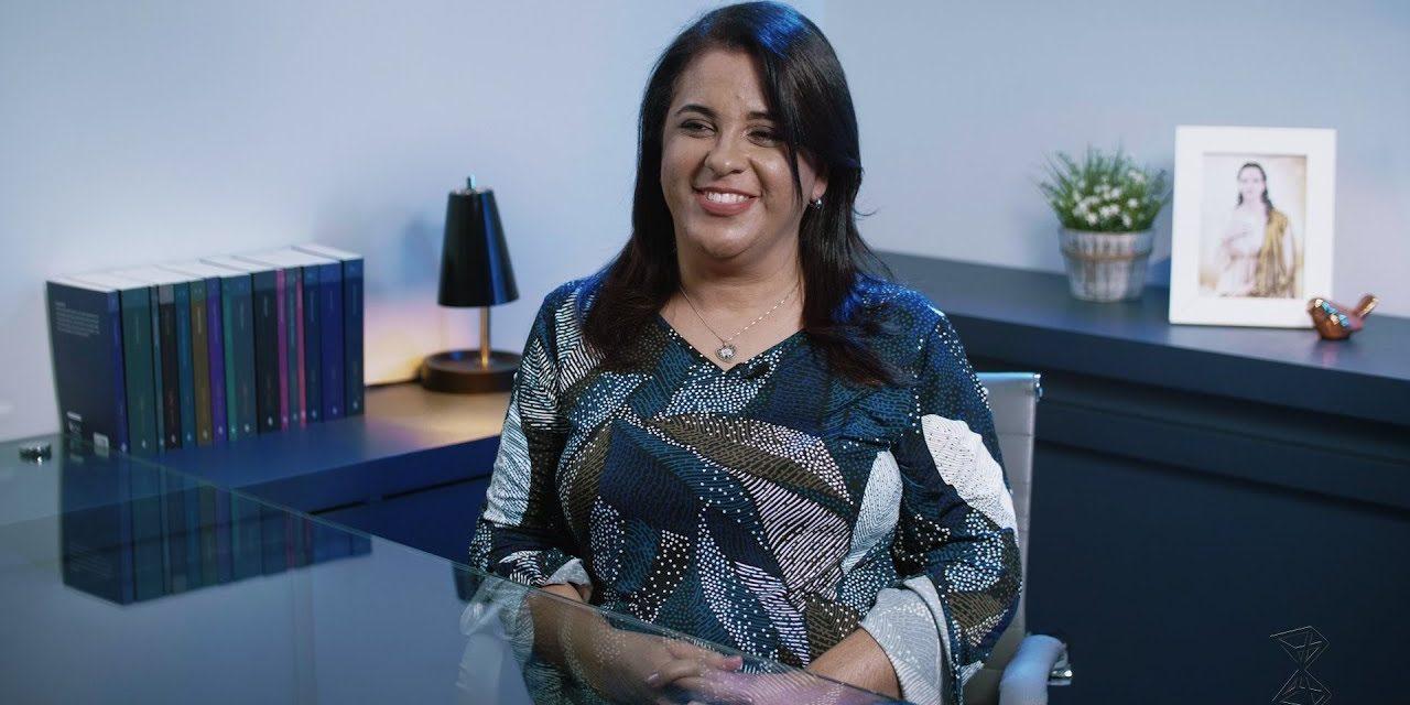 Curiosa entrevista concedida pela professora de balé clássico e graduada em letras Letícia Beatriz