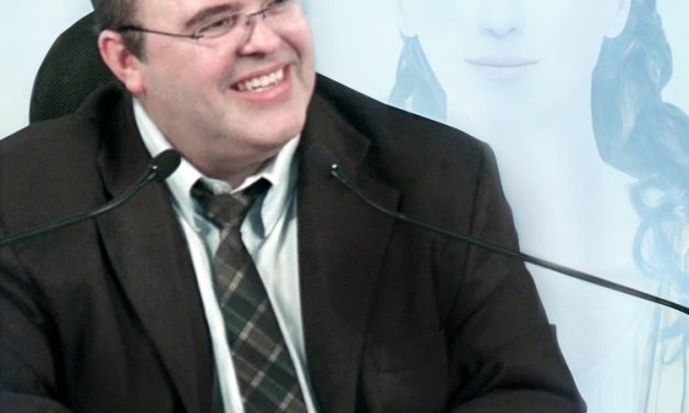 Palestra com Benjamin Teixeira de Aguiar, respondendo a perguntas da plateia.